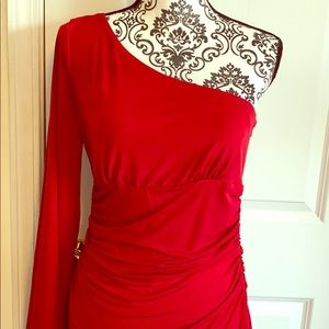 50% 🇺🇸Maggie London one sleeve ruched dress 10